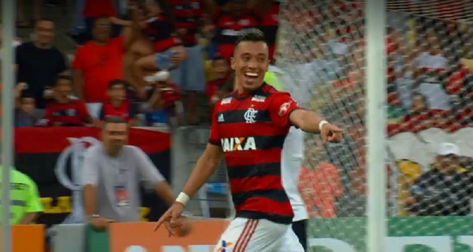 Flamengo goleia o Sport no Maracanã e garante a liderança do Brasileirão