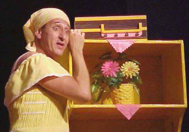 Terça no Teatro recebe comédia 'Lugar de Mulher… Uma Sátira ao Machismo'
