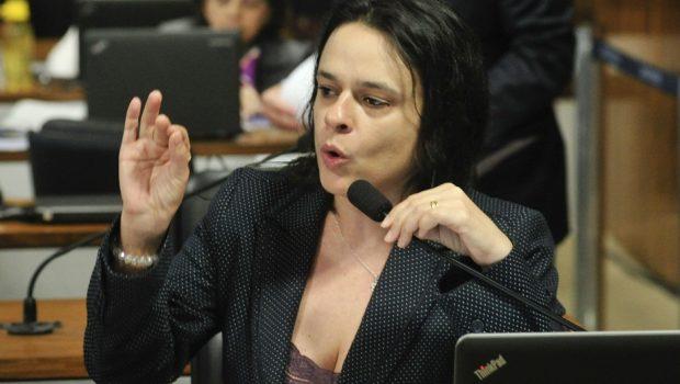 Janaína Paschoal critica sistema político após veto de PRP