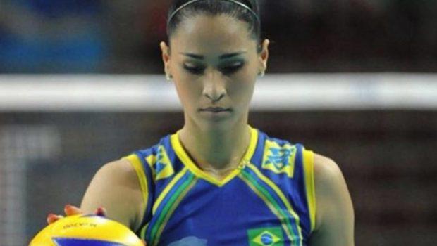 Jaqueline anuncia aposentadoria da seleção brasileira