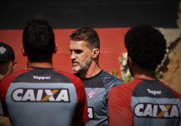 Após nova goleada, Vitória demite o técnico Vagner Mancini