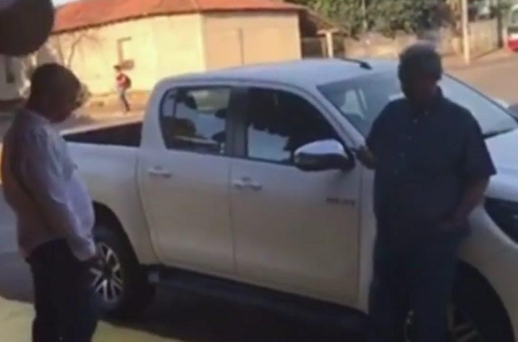 Vídeo mostra prefeito de Iporá tentando impedir blitz da Balada Responsável; assista