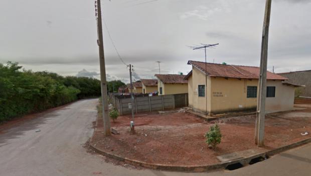 Mulher é encontrada morta e com a orelha decepada dentro de casa em Anápolis