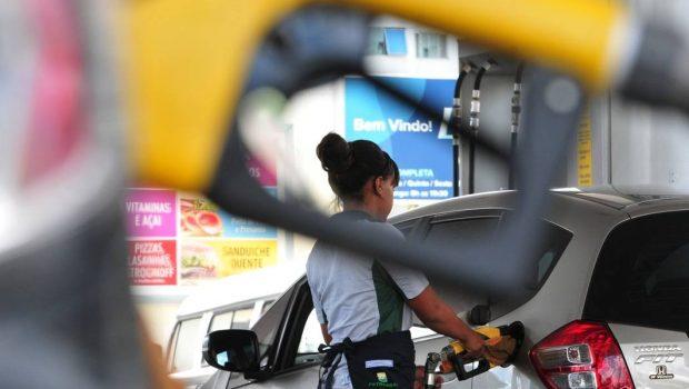 Preço médio da gasolina sobe 1% na sexta-feira e atinge nova máxima de R$ 2,25
