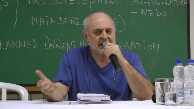PUC Goiás é processada por impedir professor de ministrar curso sobre ideologia de gênero