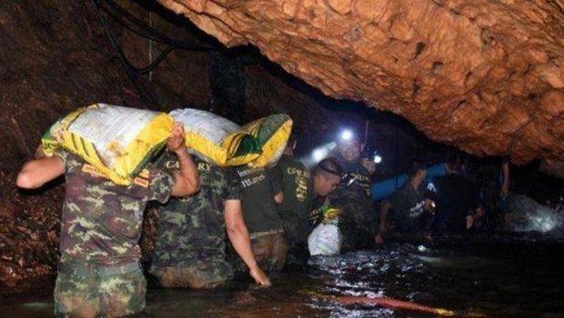 Mais quatro meninos são retirados de caverna na Tailândia; oito já foram resgatados