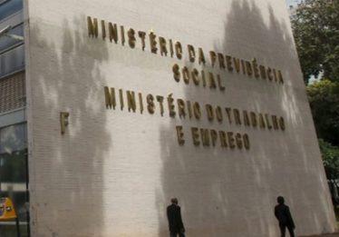 Ministério do trabalho será fatiado em duas secretarias