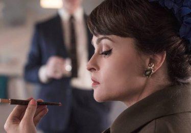 Netflix divulga imagem de Helena Bonham Carter como Margaret em 'The Crown'