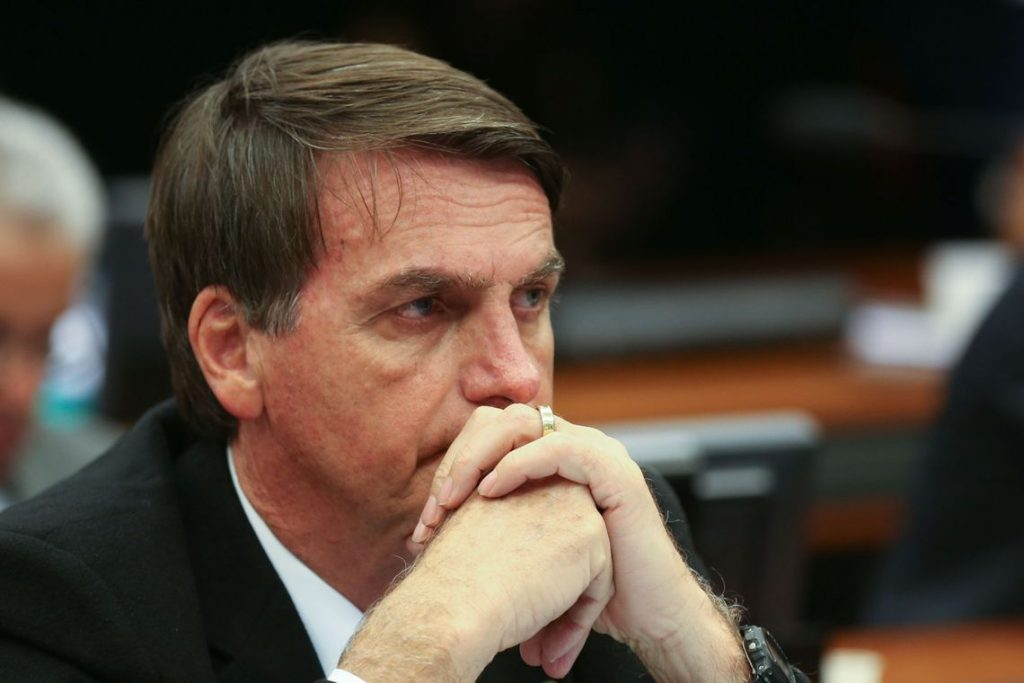 Com placar empatado, Moraes pede vista e STF adia decisão sobre tornar Bolsonaro réu