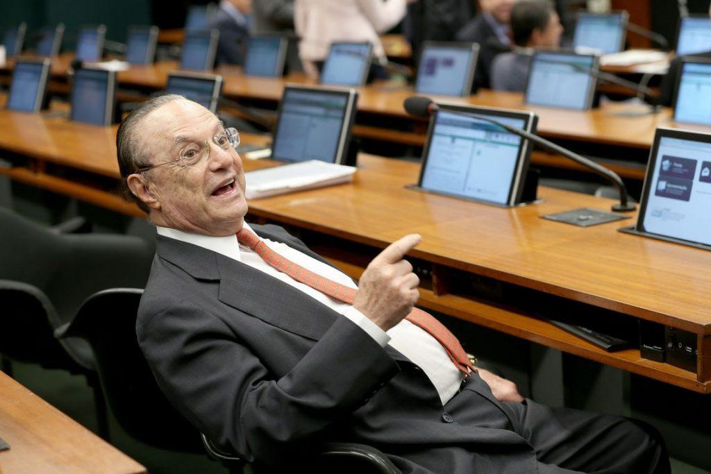 Mesa diretora da Câmara cassa mandato do deputado Paulo Maluf