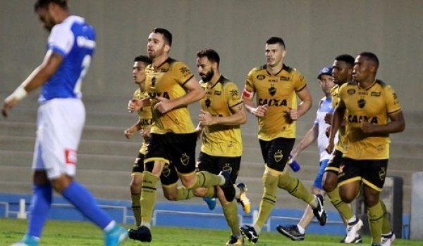 Vila Nova bate o São Bento no Serra Dourada e volta ao G-4
