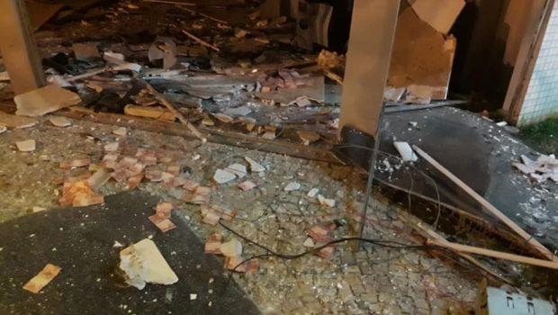 Bandidos explodem agência bancária em área turística de Caldas Novas