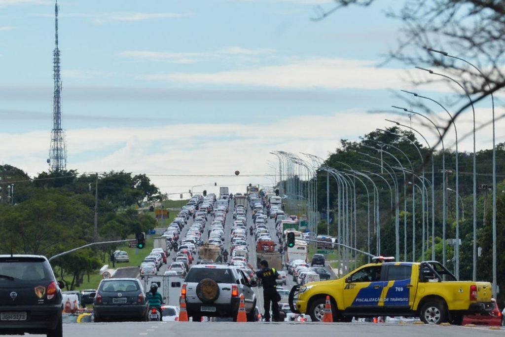 Brasil e Argentina assinam memorando para uniformizar setor automotivo