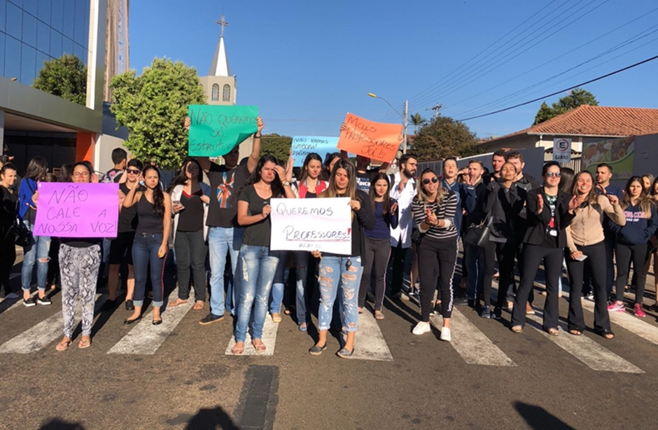 Faculdade de Medicina em Mineiros recebe alunos após dois dias de protestos