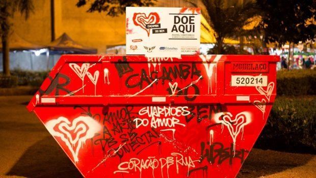 Artista revitaliza caçambas de lixo e transforma obra de arte em ponto de coleta solidária