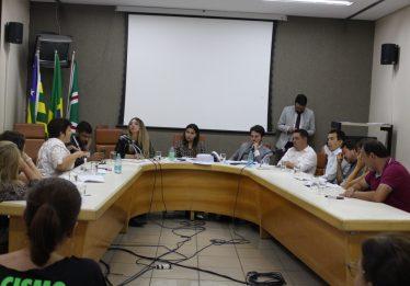 Educadores do município paralisam atividades para acompanhar votação da reforma da previdência