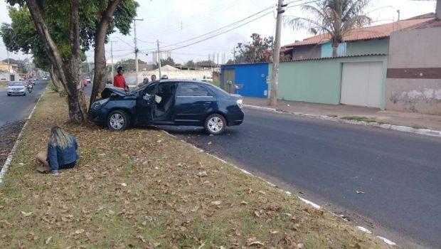 Acidente provocado por jamelões deixa dois feridos na Vila Alzira, em Aparecida de Goiânia