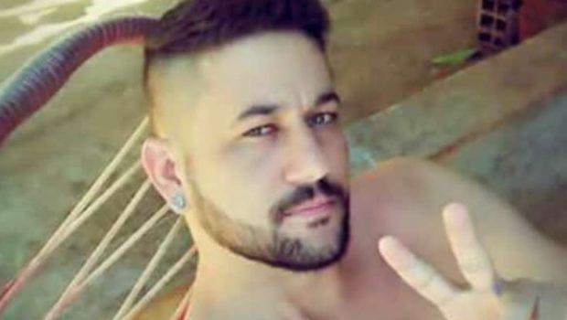Jovem é assassinado a tiros em frente a bar de Nerópolis