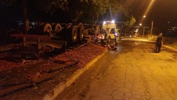 Caminhoneiro morre após acidente na BR-153, em Goiânia; em abril, ele atropelou e matou um motociclista