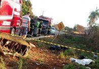 Acidente entre carro e moto termina com duas mortes na GO-469, em Trindade