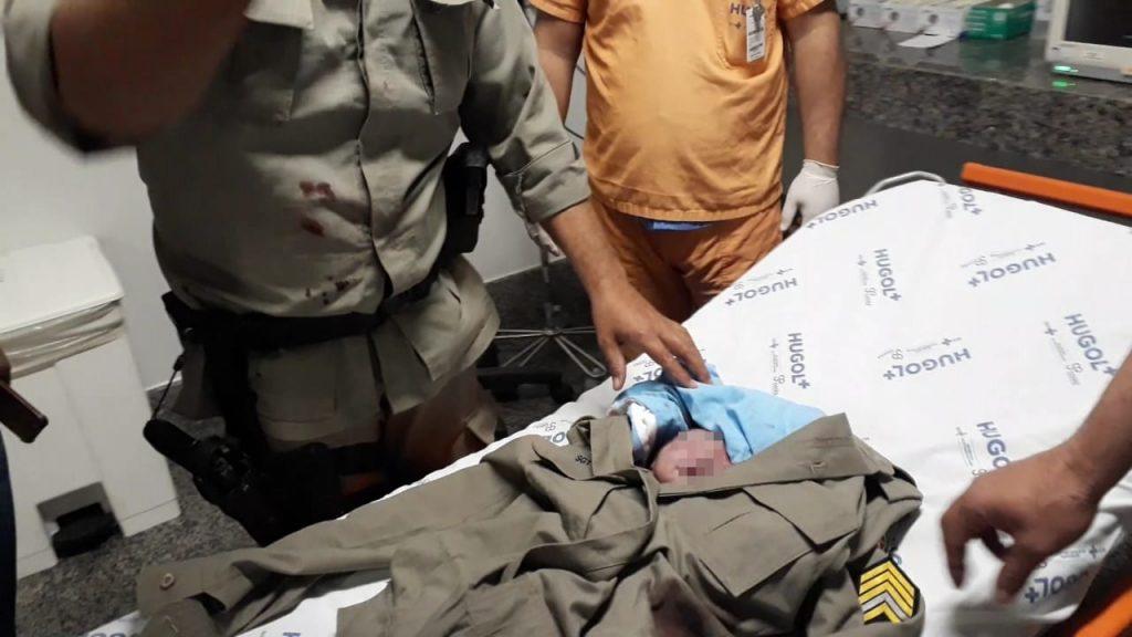 Policiais Militares realizam parto de emergência dentro de carro na GO-070, em Goiânia