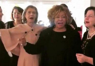 Com Alcione, Cármen Lúcia e Raquel Dodge cantam 'não deixe o samba morrer'