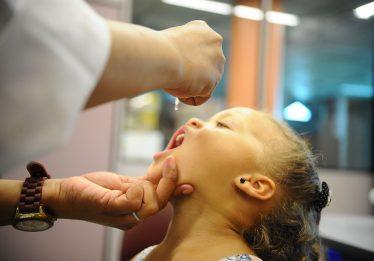 A 13 dias do fim, vacinação contra sarampo e pólio atinge só 40% da meta