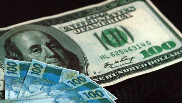 Dólar se aproxima de R$ 4,15 com cautela eleitoral no exterior