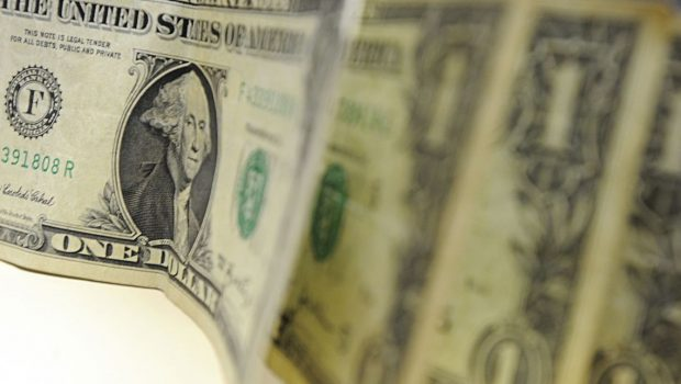 Após bater R$ 4,20, BC atua e dólar fecha o dia cotado a R$ 4,14