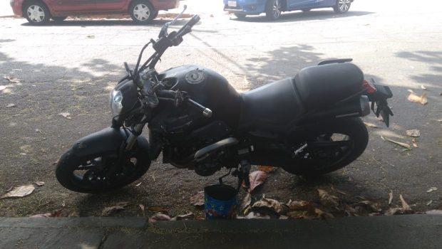 Motociclista morre após atingir a traseira de carro em rua do Setor Oeste, em Goiânia