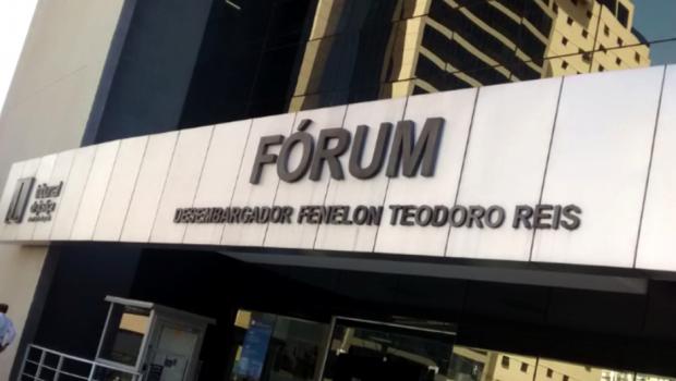 Brasileiro deportado por matar namorado da própria mulher fala à justiça