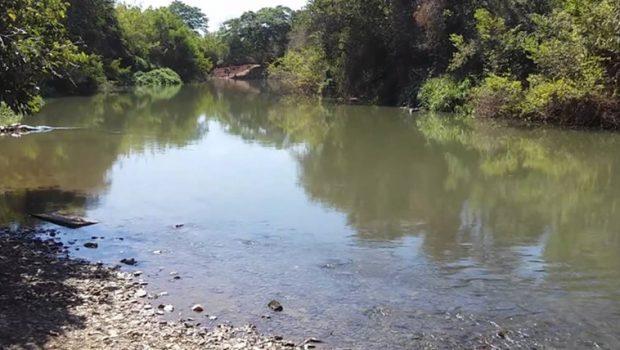 Bombeiros localizam o corpo de garoto afogado no Rio dos Bois no domingo