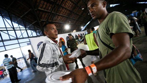 Fronteira do Brasil com Venezuela reabre, mas crise humanitária persiste