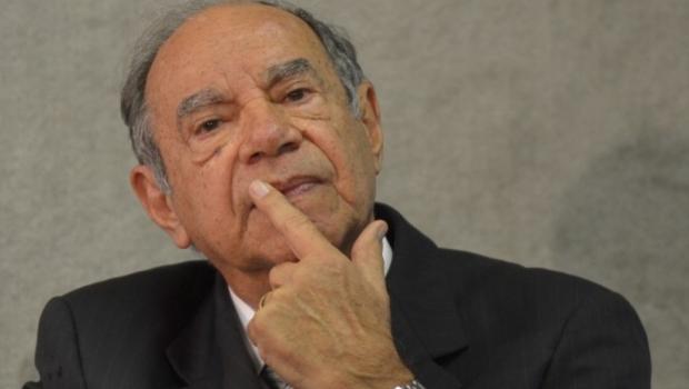Vice de Bolsonaro apoiou intervenção militar e chamou torturador de herói