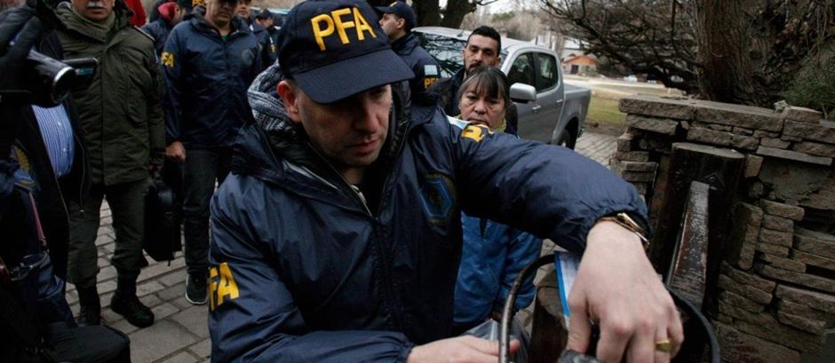Polícia argentina revista casa de ex-presidente Cristina Kirchner na Patagônia