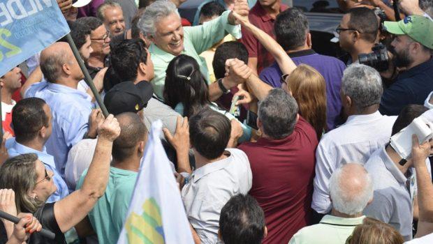 """""""Não vou fazer obra politiqueira"""", diz Caiado durante caminhada em Goiânia"""