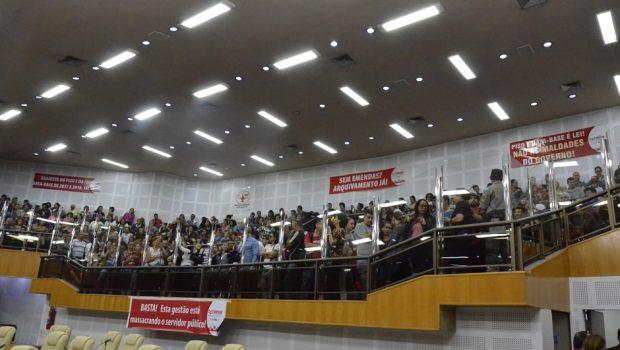 Reforma da previdência é aprovada em primeira votação, em Goiânia
