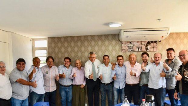 Caiado recebe novos apoios de lideranças do MDB e PSDB