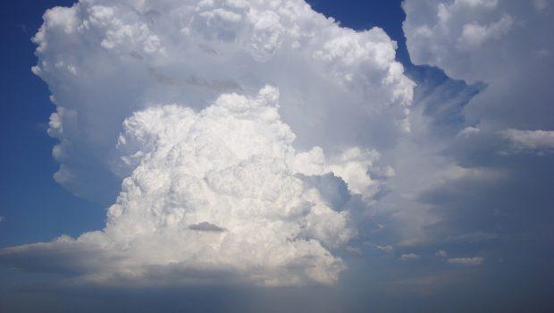 Suposta explosão de nuvem chama atenção de fazendeiros em Bom Jardim de Goiás