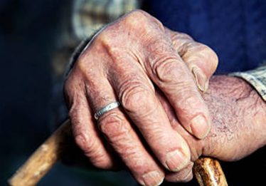 Filha é presa por agredir pai idoso em Goiânia