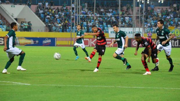 Goiás vence Atlético-GO no Estádio Olímpico e cola no líder da Série B
