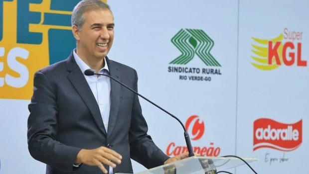 """""""Somos líderes em educação e emprego"""", diz Zé Eliton ao enumerar avanços do governo durante debate"""