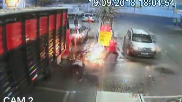 Vídeo mostra homem provocando incêndio em posto de combustível de Luziânia