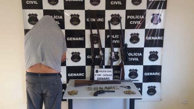 Homem é preso com armas e munições escondidas dentro de cofre, em Catalão