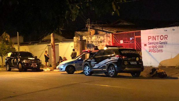 Mulher é morta a facadas na frente das filhas no Setor Coimbra, em Goiânia