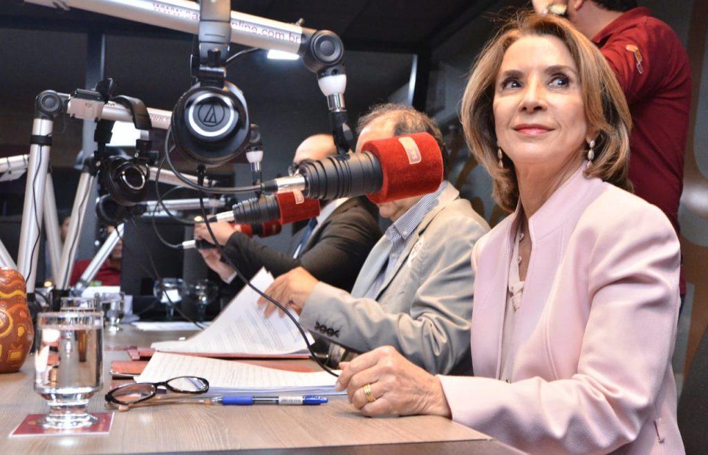 """Em debate, Raquel diz que """"inovação é ter uma professora candidata a vice-governadora"""""""
