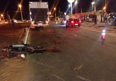 Motociclista morre após ser arrastado por caminhão no Bairro Goiá, em Goiânia
