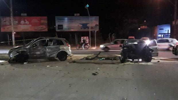 Perseguição policial termina em acidente com três feridos e um homem preso, em Goiânia