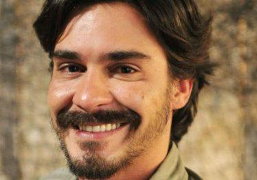 Ator André Gonçalves é preso por desacato no RJ após não pagar conta de R$ 200