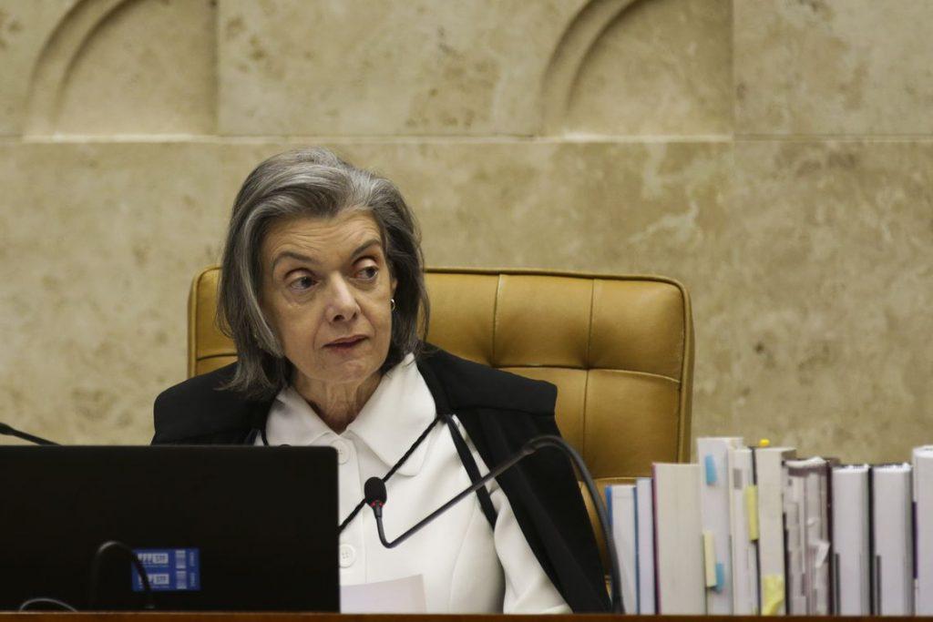 """Juízes não ganham """"em excesso"""", diz Cármen Lúcia em sessão do CNJ"""